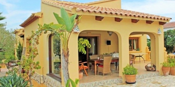 Minutes From The Arenal Beach Is This Lovely 3 Bedroom 2 Bathroom Villa In Pinomar Javea, Alicante