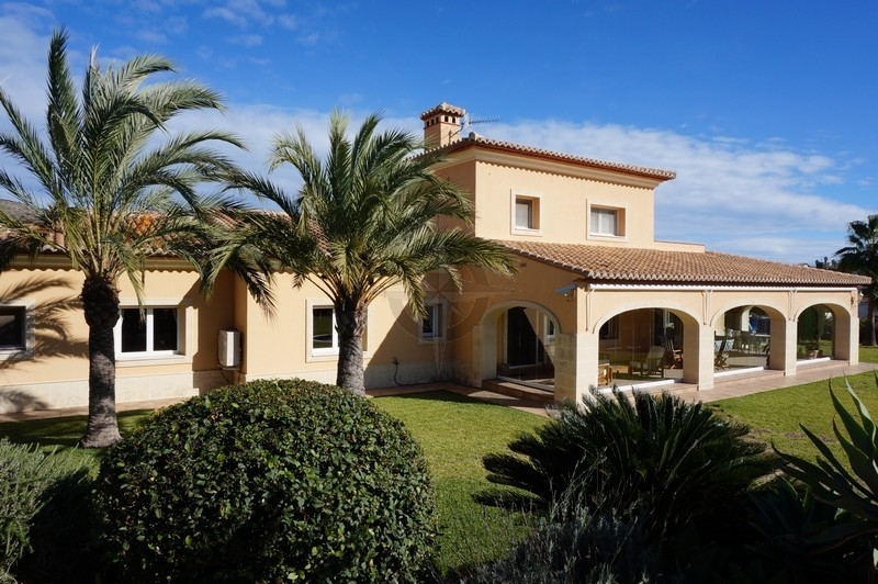 Elegance And Class, Magnificent 5 Bedrooms 4 Bathrooms Villa In Javea, Alicante