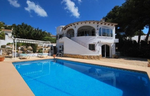 Beautiful 5 Bedroom 3 Bathroom Villa With Sea Views And Separate Apartment In Moraira, Alicante