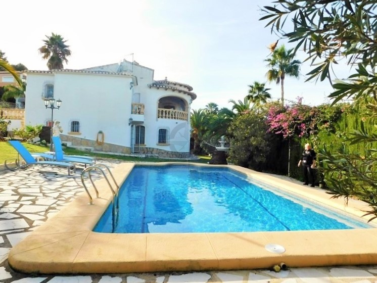 Grand Villa In Tossal Gros, Denia Alicante. 4 Bedrooms, 4 Bathrooms With Separate Apartment